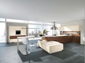 Design-Küche Alno Class furniert mit Glas matt