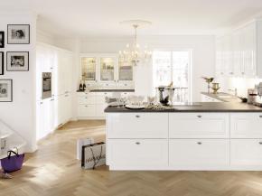 Landhausküche Alno Pol weiß Hochglanz lackiert edel