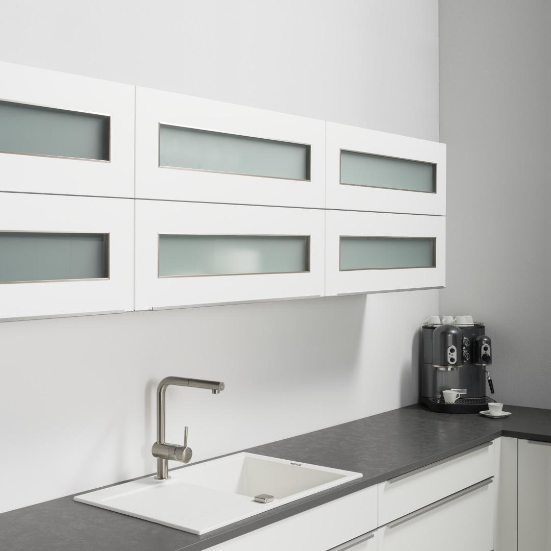 beautiful h ngeschrank k che glas pictures house design. Black Bedroom Furniture Sets. Home Design Ideas