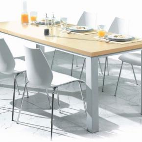 Tisch mit Alugestell